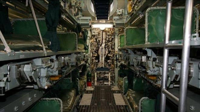 潜水艦では、定員外の寝床は「魚雷の架台」?