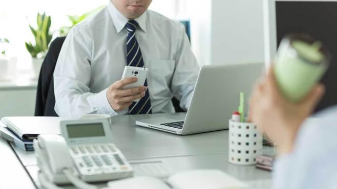 「LINEいじめ」が職場でも起こってしまう理由