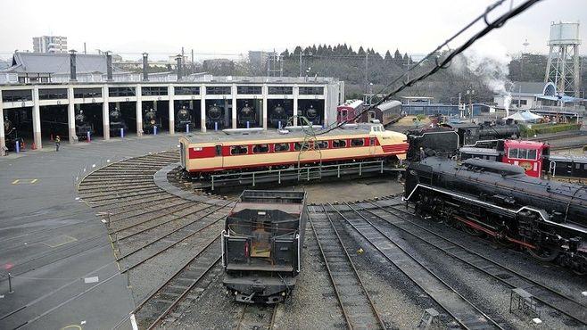 「京都鉄道博物館」車両搬入はドラマの連続だ