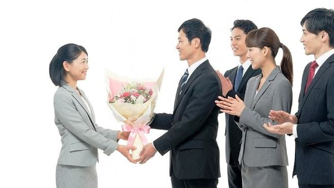 送別会前に知りたい「花束贈呈」基本中の基本