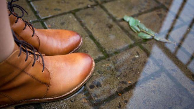再確認しておこう!雨で濡れた靴のケア方法