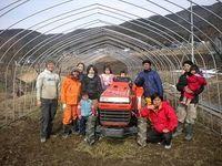 農業の誇りをかけ新天地へ--原発事故で移住した夫妻が春耕へ