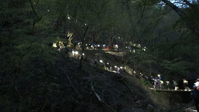 夜の山道30kmに挑む「名門男子校」の独特授業