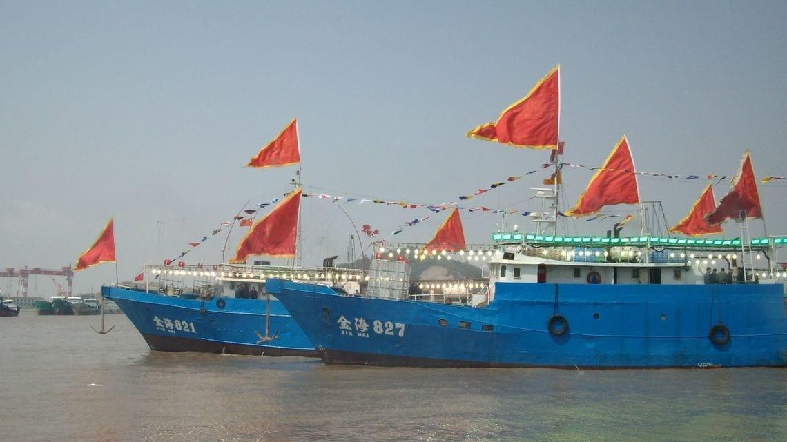 中国、公海での「遠洋イカ漁」初の自主休漁の訳   「財新」中国Biz&Tech ...