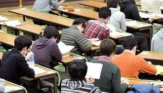 私立大学の授業料、なぜ右肩上がりなのか