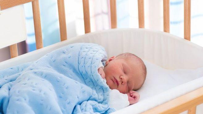 フランスの子供が新生児から1人で寝る理由