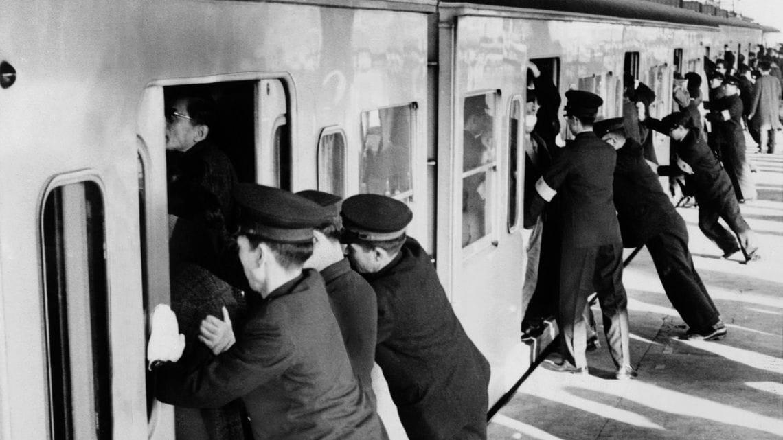 昭和の通勤電車」今では信じられない地獄絵図   通勤電車   東洋経済 ...