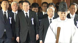 小泉進次郎氏が靖国参拝、超党派メンバーも