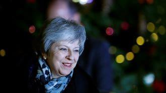 メイ首相は党首不信任案否決でも薄氷踏む