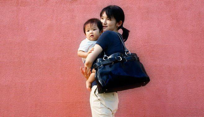 非正規で働くママ、今ドキの託児事情とは?