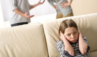 国際離婚で「連れ去り」、子の利益はどう守る