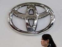 Toyota to Launch New Prius From Year-end