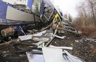 ドイツ「列車正面衝突」、難航する救助活動