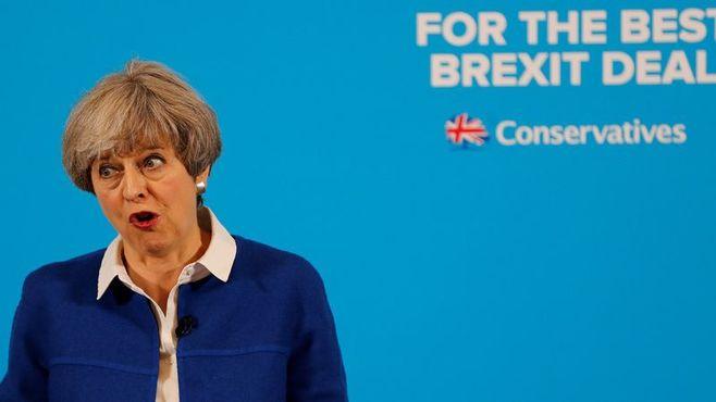 「強硬的なEU離脱」を選んだ英国が進む茨道